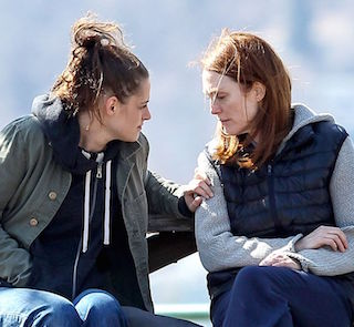 kristen-stewart-and-julianne-moore-on-the-set-of-still-alice_3